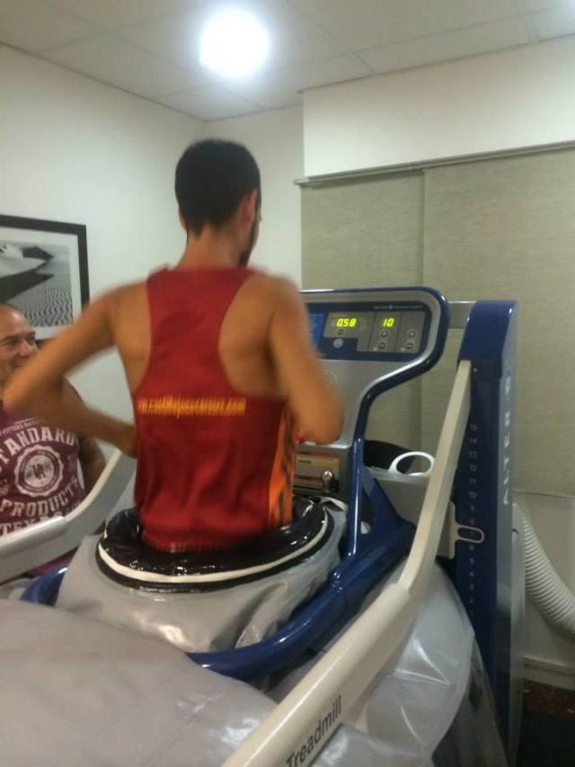 Los primeros pasos en la máquina, con un 100% del peso corporal y a 10km/h.