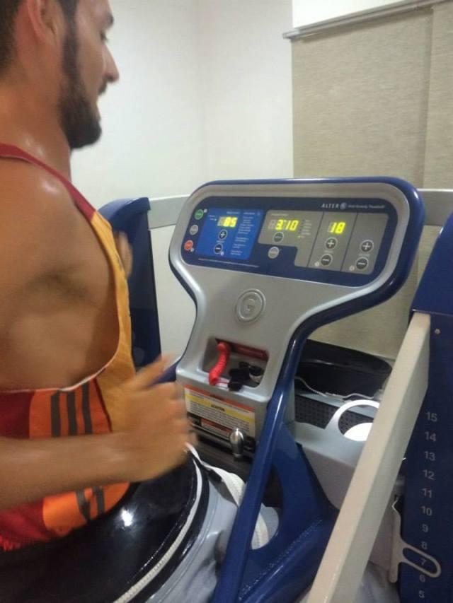 En la máquina AlterG al 85% de mi peso corporal y a 18km/h.