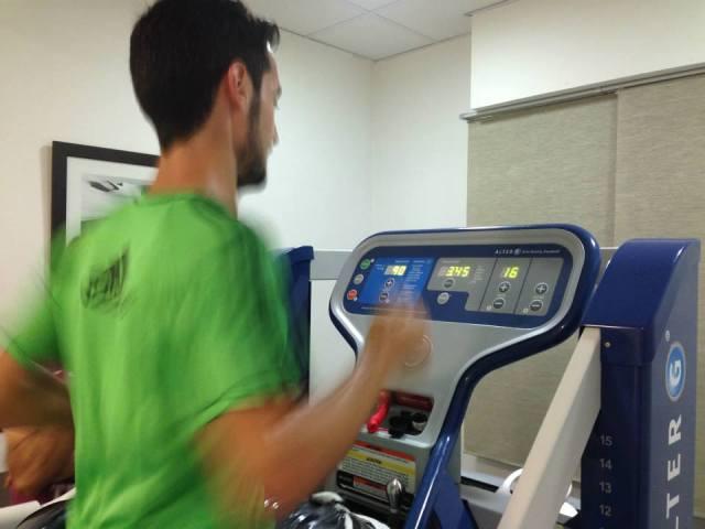 Mi hermano Javi al 90% de su peso corporal y a 16 Km/h.