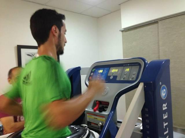 Mi hermano Javi corriendo al 85% de su peso corporal y 19 km/h.