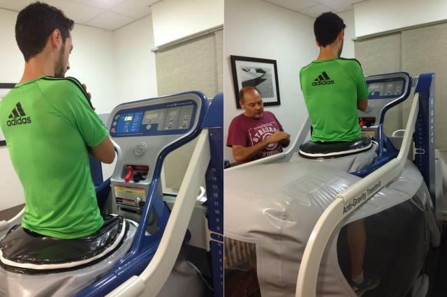 Mi hermano durante el proceso de calibración de la máquina.