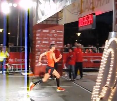 Llegando a meta en la edición de 2012.