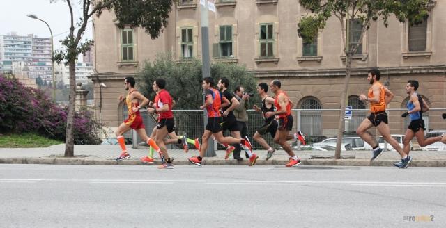 Primeros compases de la cursa, comandando un segundo grupo de carrera.