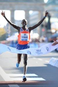 Wilson Kipsang consiguiendo el pasado record del mundo de maratón.