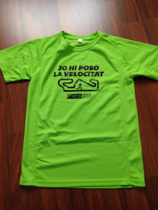 Camiseta de regalo con la inscripción a la cursa.