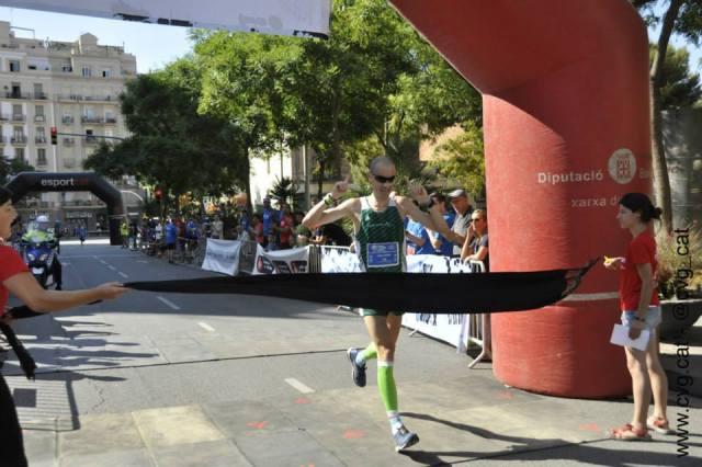Juan Pedro cruzando la línea de meta.