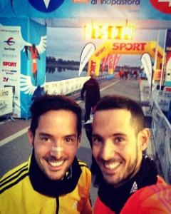 Junto a mi hermano al llegar a la zona de la cursa.