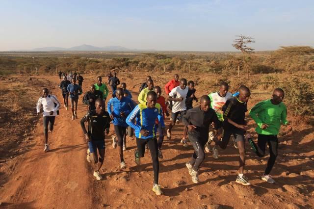 Atletas kenianos entrenando en Iten.